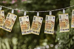 Картинка Банкноты Деньги Евро Прищепки 200