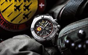 Фотографии Часы Наручные часы Breitling Avenger Swiss Air Force Team