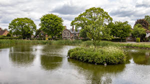 Фото Англия Дома Пруд Деревня Деревья Tylers Green город Природа