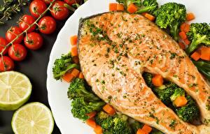 Картинки Рыба Лососи Брокколи Овощи Продукты питания