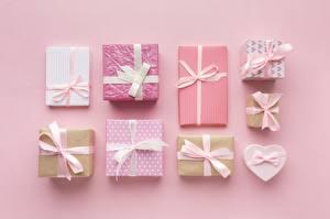 Фотографии Подарок Бантик Коробка Розовый фон
