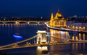 Обои Венгрия Будапешт Здания Реки Мосты В ночи Уличные фонари Гирлянда Города