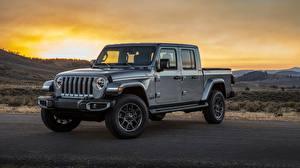 Обои Jeep Рассветы и закаты Серый Металлик Пикап кузов SUV Gladiator Overland, 2019 Автомобили картинки