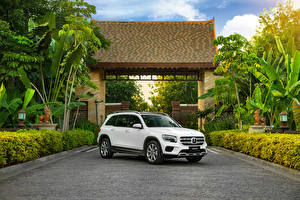 Картинки Mercedes-Benz Белые Металлик 2019-20 GLB 200 авто