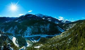 Обои Швейцария Горы Небо Леса Пейзаж Солнце Деревья Каньон Альпы Ruinaulta Природа