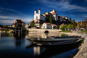 Картинка Швейцария Речка Замки Лодки Здания Aarburg, Aare River Города