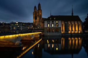 Фотография Швейцария Цюрих Дома Реки Мост Башни Ночью Отражении River Limmat, Bridge Münsterbrücke Города