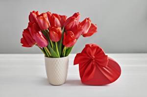 Фотографии Тюльпаны Букет День святого Валентина Вазе Коробка Бантики Подарки Сердечко
