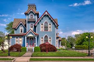 Картинки США Здания Особняк Забором Газон Уличные фонари Springfield, Illinois Города