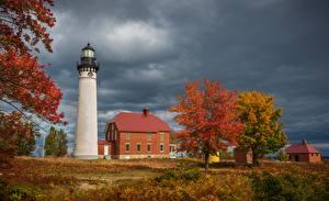 Картинки США Маяк Здания Осень Мичиган Дерево Au Sable Light Station, Grand Marais Природа