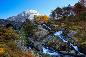 Картинки Великобритания Горы Камни Речка Мост Уэльс Дерево Утес Tryfan, Ogwen Valley Природа