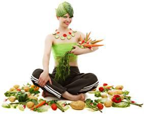 Фотография Овощи Морковка Картошка Поза лотоса Оригинальные Белым фоном Улыбается Сидит Девушки