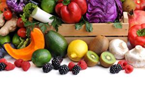 Картинка Овощи Фрукты Ежевика Киви Лимоны Авокадо Грибы Малина Лайм Белом фоне Пища