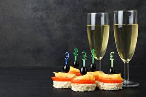 Картинки Вино Бутерброды Оливки Сыры Бокал Продукты питания