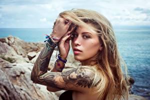 Обои Рука Татуировки Волос Взгляд Поза Alha Adham, Alice Sudos молодые женщины
