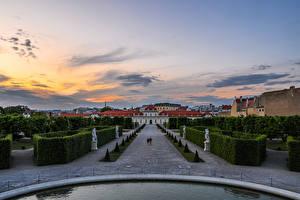 Фотография Австрия Вена Вечер Ландшафтный дизайн Скульптуры Дворец Кусты Belvedere город