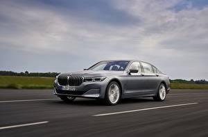 Фотографии BMW Дороги Движение Серые Металлик Седан 7 series, G11/G12 машины