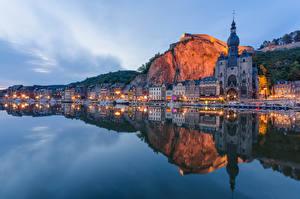 Картинка Бельгия Реки Здания Вечер Берег Отражении Dinant, River Meuse Города