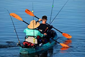 Картинки Лодки Мужчина Ловля рыбы Два Шляпа Плавает Canoe