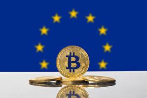 Обои для рабочего стола Монеты Биткоин Золотые Европа Флаг