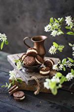 Фотография Печенье Цветущие деревья Доски Кувшины Ветки Еда