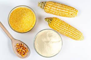 Картинка Кукуруза Мука Белый фон Два Ложка Зерна