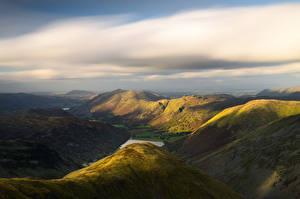 Обои Англия Озеро Холмы Облачно Долина Сверху Lake Brotherswater, Lake District, Cumbria Природа