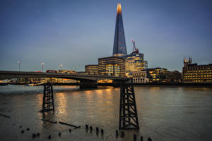 Фотографии Англия Небоскребы Речка Мосты Вечер Лондон The Shard, Thames Города