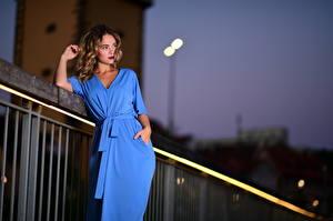 Картинка Вечер Поза Платье Голубая Смотрит Selina Девушки