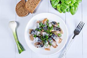 Картинка Рыба Зелёный лук Овощи Хлеб Тарелка Вилка столовая