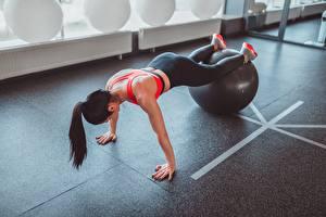 Фотографии Фитнес Физическое упражнение Мячик спортивная Девушки