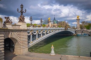 Обои Франция Реки Мосты Париж Облака Уличные фонари Pont Alexandre III, Seine River город