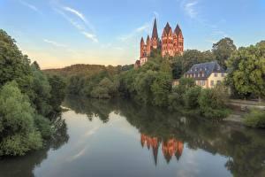 Картинка Германия Реки Собор Дерево Отражение Hessen, Limburg Cathedral Природа