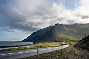 Фото Исландия Побережье Дороги Гора Облака Природа