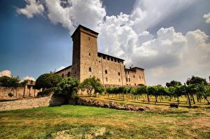 Обои Италия Замки Облака Дерева Borromeo Palace, Angera, Lombardia