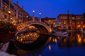 Обои Япония Токио Здания Мосты Лодки Диснейленд Уличные фонари город