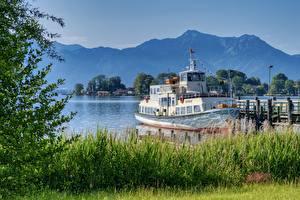 Обои Озеро Причалы Речные суда Германия Траве Бавария Chiemsee Природа
