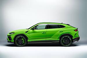 Фото Lamborghini Кроссовер Сбоку Зеленый Металлик Urus, Pearl Capsule, 2020 Автомобили