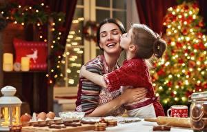 Фото Мама Рождество Улыбается Счастье Девочка девушка Дети