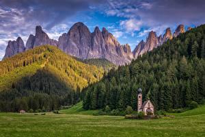 Фото Горы Леса Церковь Италия Альп Dolomites, Santa Maddalena Природа