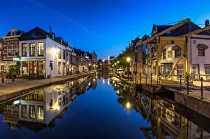 Фото Голландия Вечер Дома Водный канал Уличные фонари Maassluis Города