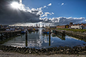 Обои Голландия Пристань Речные суда Небо Камни Залив Облака IJmuiden Harbour город Природа