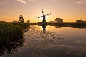 Фото Голландия Утро Рассветы и закаты Водный канал Мельницы Overslingeland, South Holland Природа