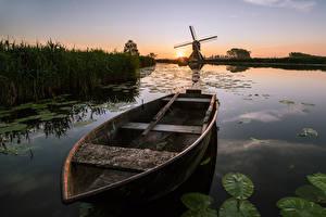 Картинки Нидерланды Утро Рассветы и закаты Лодки Мельница Водный канал Overslingeland, South Holland Природа