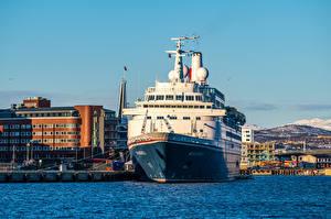 Картинки Норвегия Пирсы Корабль Tromso Города