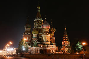 Обои Россия Москва Храм В ночи Уличные фонари Saint Basil's Cathedral in Red Square