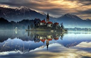 Картинки Словения Гора Озеро Остров Замки Отражении Lake Bled, Upper Carniolan Природа