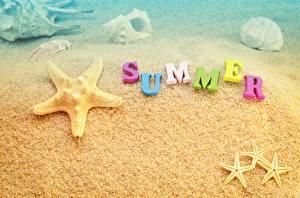 Картинка Лето Морские звезды Текст Английский Песок