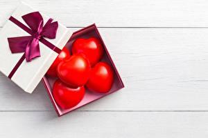 Фотографии День всех влюблённых Сердце Коробке Бантики Шаблон поздравительной открытки