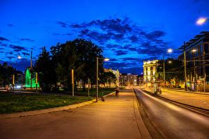 Обои для рабочего стола Австрия Вена Дома Вечер Улица Уличные фонари Города